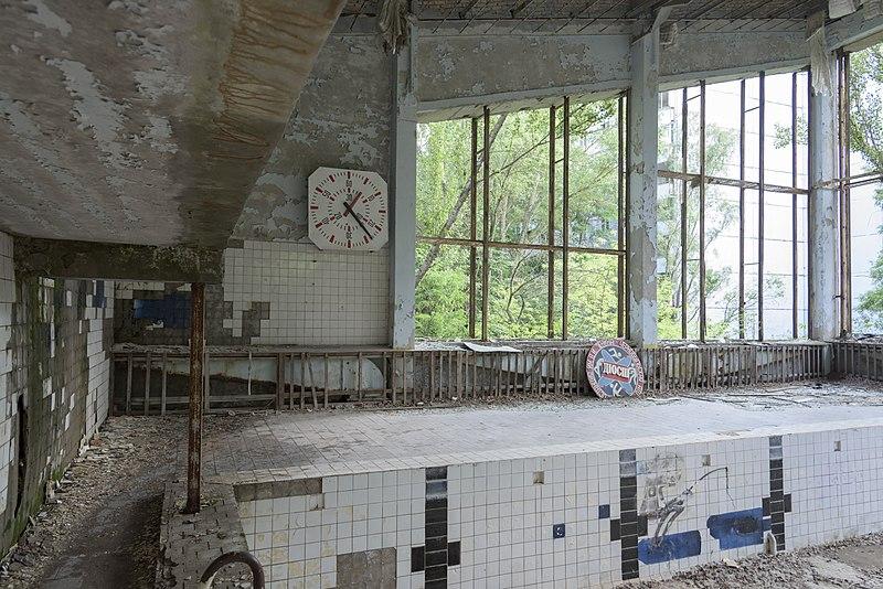 Pripyat_swimming_pool