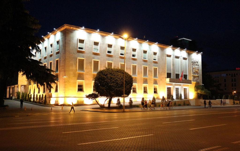 Tirana,_consiglio_dei_ministri,_02